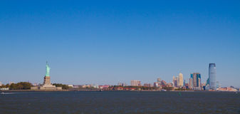 Liberty Island met standbeeld Royalty-vrije Stock Foto