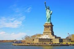 Liberty Island und Statue in der oberen Bucht Lizenzfreies Stockfoto