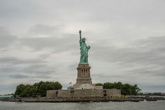 Liberty Island y estatua de la libertad Imagen de archivo
