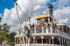 Liberty Square Riverboat på det magiska kungariket, Walt Disney World royaltyfri bild