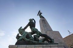 Liberty Statue auf Hügel Gellert lizenzfreie stockfotos