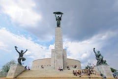 Liberty Statue monument i Budapest arkivbild