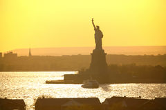 Liberty Statue no dia ensolarado Fotografia de Stock Royalty Free