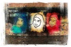 Liberty Tricolor (pared-arte musulmán de la pintada de 3 mujeres) Imagen de archivo libre de regalías