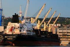 Liberyjski masowy przewoźnik Miltiades II cumuje przy portem Rijeka Obraz Stock
