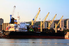 Liberyjski masowy przewoźnik Miltiades II cumuje przy portem Rijeka Obrazy Stock