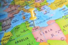 Libia ha appuntato su una mappa dell'Africa immagini stock libere da diritti