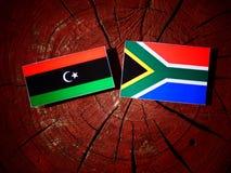 Libijczyk flaga z południe - afrykanin flaga na drzewnym fiszorku odizolowywającym Obraz Royalty Free