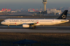 A libré de TC-JRL Turkish Airlines Star Alliance, Airbus A321-231 nomeou PARTE POSTERIOA DO ESQUELETO Imagem de Stock