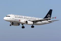 Libré especial Turkish Airlines A320 Fotos de Stock