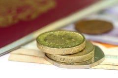Libra británica con los billetes de banco Imagen de archivo