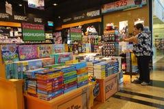 Librairie dans l'aéroport Singapour de Changi Photos libres de droits