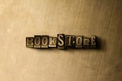 LIBRAIRIE - plan rapproché de mot composé par vintage sale sur le contexte en métal Image stock