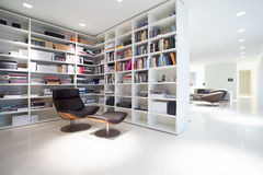 Library inside expensive, modern residence Royalty Free Stock Photos