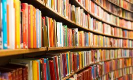 Free Library With Many Shelves And Books Royalty Free Stock Image - 159717386