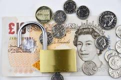 Libras británicas con el candado Foto de archivo libre de regalías