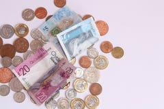 Libras británicas de billetes de banco y fondo de las monedas imágenes de archivo libres de regalías