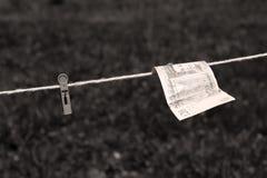 Libras britânicas das cédulas com pregadores de roupa Fotografia de Stock
