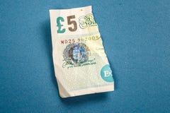 5 libras velhas da nota de papel rasgada distante Foto de Stock Royalty Free
