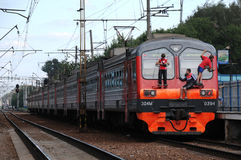 Libre-jinetes en el tren de cercanías Imagenes de archivo
