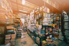 Librería de la segunda mano en mercado del fin de semana de Chatuchak foto de archivo