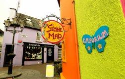 Libreria Colourful in Kinsale - sughero della contea, Irlanda immagine stock
