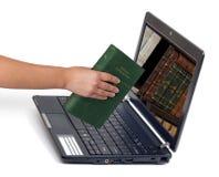 Libreria nel concetto del calcolatore Immagine Stock