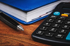Libreta con la calculadora Fotografía de archivo libre de regalías