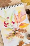 Libreta con las hojas de otoño de las pinturas de la acuarela Imagen de archivo