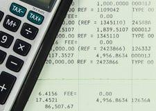 Libreta de banco del cuenta de ahorros con la calculadora Fotografía de archivo