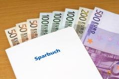 Libreta de banco y dinero Imagen de archivo libre de regalías