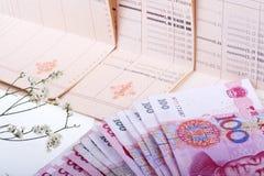 Libreta de banco y RMB. Imagen de archivo libre de regalías