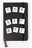 Libreta negra con el mensaje secretísimo Imagen de archivo libre de regalías