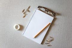 Libreta y lápiz Fotografía de archivo libre de regalías