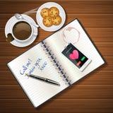 Libretto e telefono cellulare con la tazza ed i biscotti del cioccolato Fotografia Stock Libera da Diritti