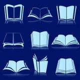 Libri bianchi con la riflessione Fotografia Stock