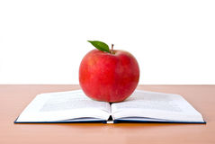 Libri con la mela Fotografia Stock Libera da Diritti