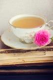 Libri con la tazza di tè Immagine Stock Libera da Diritti