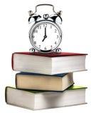 Libri d'annata del libro della pila dell'allarme dell'orologio colorati isolati Immagini Stock Libere da Diritti