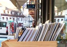 Libri da vendere in una scatola Fotografie Stock