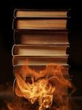 Libri dalla copertina rigida con fumo di turbine Immagini Stock