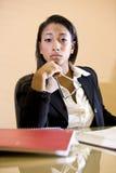 libri dell'afroamericano che studiano donna Fotografia Stock