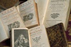 Libri dell'annata in un mucchio immagini stock libere da diritti