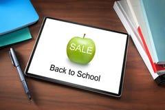 Libri della compressa di vendita della scuola fotografie stock libere da diritti