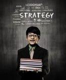 Libri della tenuta di Little Boy del genio che indossano i vetri, Strateg di piallatura immagine stock libera da diritti