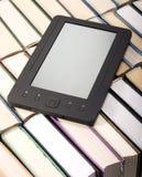 libri di carta del E-libro Fotografie Stock Libere da Diritti