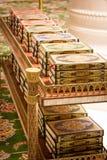 Libri di Corano nella grande moschea di Sheikh Zayed Fotografie Stock Libere da Diritti