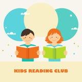 Libri di lettura della ragazza e del ragazzo Segno del club di lettura dei bambini Concetto di istruzione e della lettura Immagini Stock Libere da Diritti