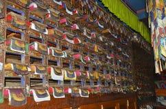 Libri di preghiere buddisti al monastero di Khumjung Immagini Stock Libere da Diritti