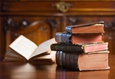 Libri di sguardo misteriosi del anceint. Fotografia Stock
